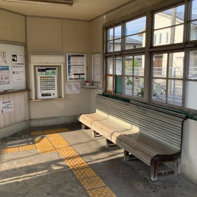 古い駅で30分に1本の列車を待つのもいいもんだ。_a0334793_03033293.jpg