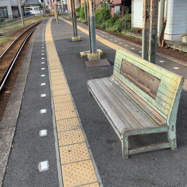 古い駅で30分に1本の列車を待つのもいいもんだ。_a0334793_03035891.jpg