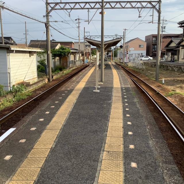 古い駅で30分に1本の列車を待つのもいいもんだ。_a0334793_03044355.jpg