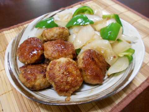 鶏つくねと新玉ネギの炒め(じいちゃんの料理)_f0019498_17431294.jpg