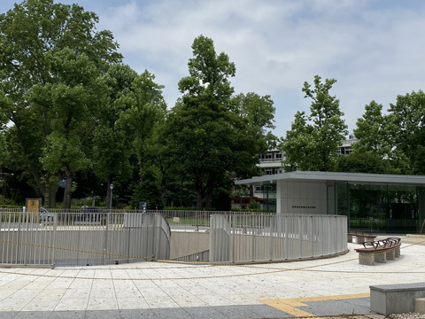 赤坂迎賓館前休憩所_f0038600_20022901.jpg