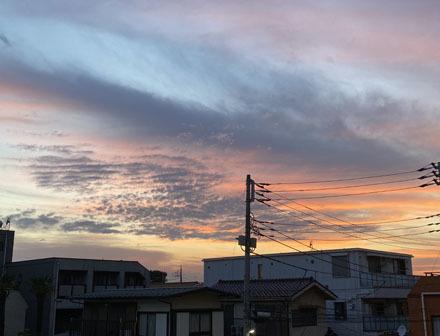 空と三日月と_b0183404_09084539.jpg