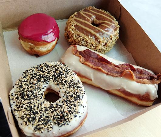 6月の第一金曜日(6/5)、米国ではナショナル・ドーナツ・デー(National Doughnut Day)_b0007805_04524351.jpg