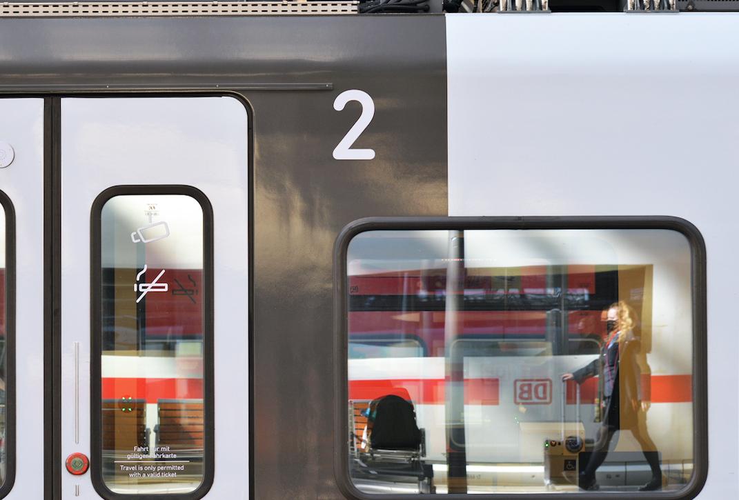 鉄道車輌の DIN いまむかし_e0175918_00402129.jpeg