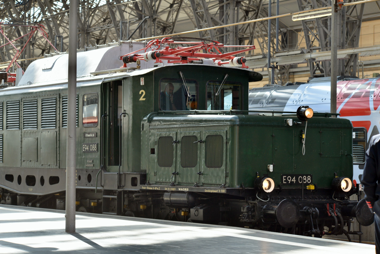 鉄道車輌の DIN いまむかし_e0175918_00463163.jpg