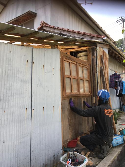 南側の納屋。その2。窓付きましたー♪_f0182246_20594777.jpg