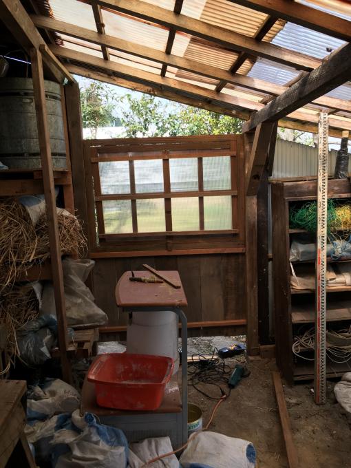 南側の納屋。その2。窓付きましたー♪_f0182246_20595380.jpg