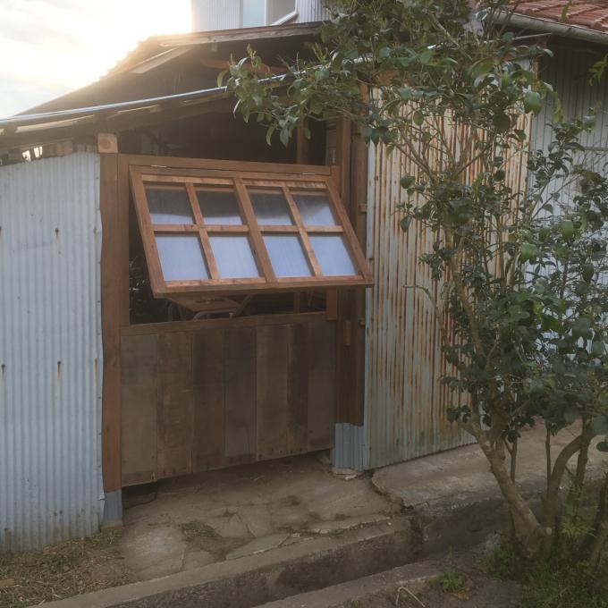 南側の納屋。その2。窓付きましたー♪_f0182246_21000724.jpg