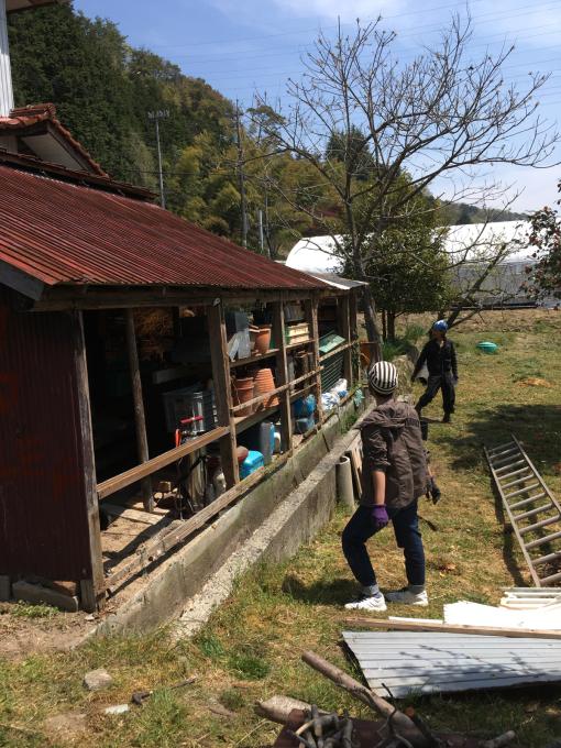 南側の納屋。その3。いや、ほんとオンボロ‥_f0182246_21033404.jpg