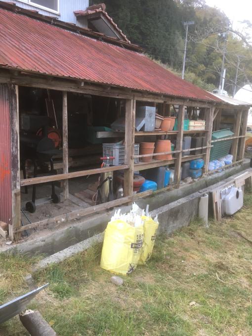 南側の納屋。その3。いや、ほんとオンボロ‥_f0182246_21033891.jpg