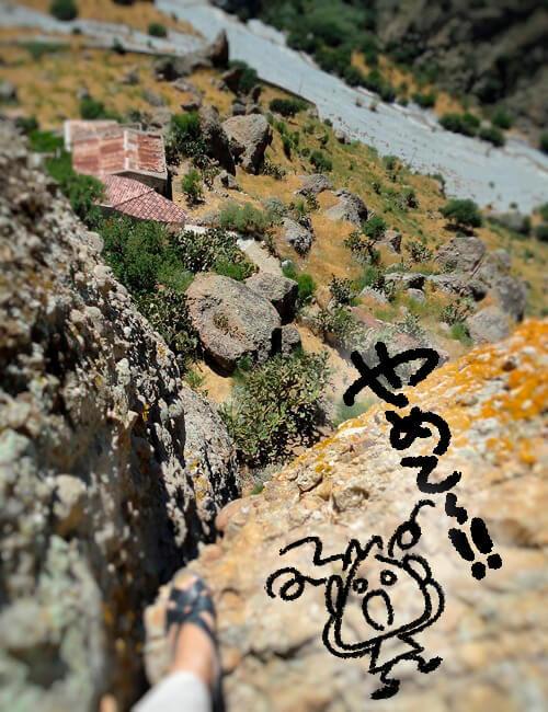 ペンテダッティロ 悲劇を背負い廃墟と化した奇岩の村_f0205783_20232722.jpg