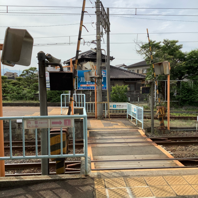 古い駅で次の列車を待つ。いや、この感覚は現存するからこそだ。_a0334793_13500603.jpg