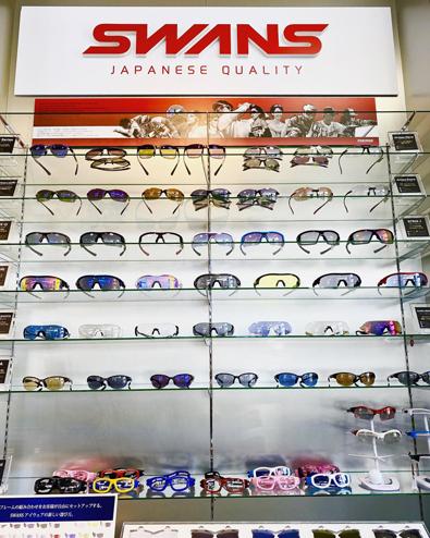 日本製スポーツサングラスSWANS(スワンズ)プレミアムショップ金栄堂 全型入荷&展示!_c0003493_16593517.jpg