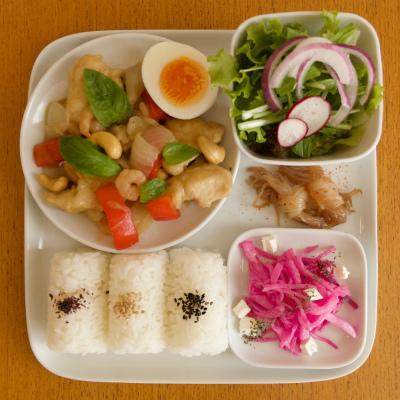 チキンと小海老のエスニックスパイス炒め_b0102217_17125708.jpg