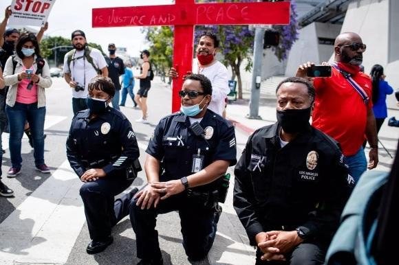 アメリカの抗議デモーターニングポイント_e0350971_23490015.jpg