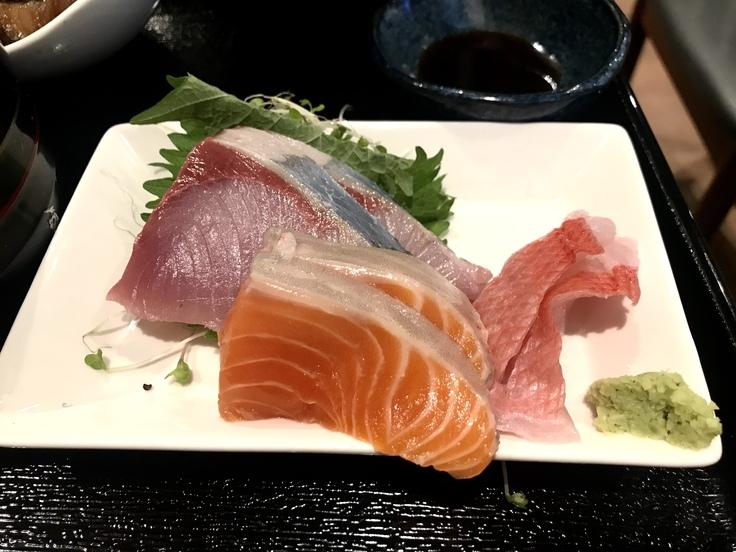銀ダラカマ煮と刺し身三点定食@ふらんこ(立川)_c0212604_12461454.jpg