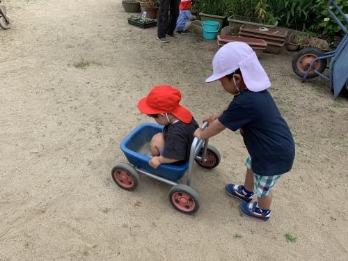 幼稚園が始まりました_c0107515_15462039.jpeg