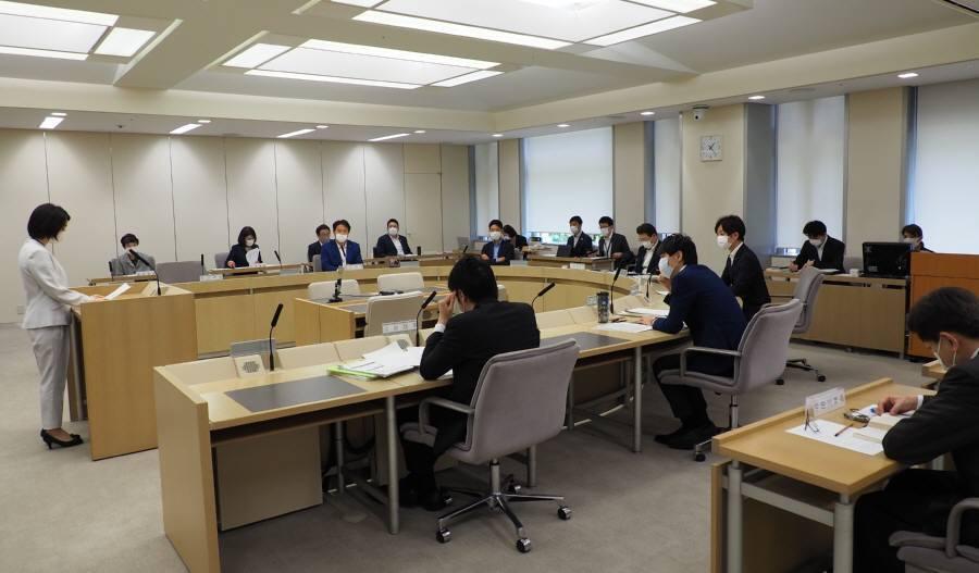 常任委員会審査_f0059673_22482003.jpg