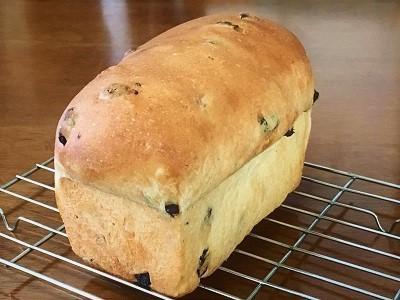 スーパーカメリヤでレーズン食パン、カレーパン、プレッツェルベーグル_f0231189_14083852.jpg