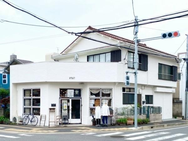 店舗営業再開しています。全面塗装完了しています。_f0180307_00382896.jpg
