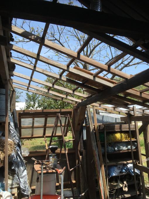 南側の納屋。その4。屋根です。_f0182246_20565810.jpg