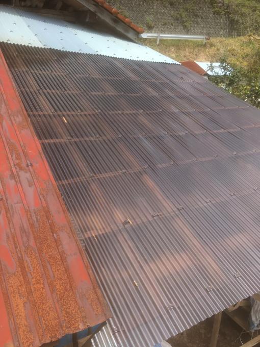 南側の納屋。その4。屋根です。_f0182246_22320566.jpg