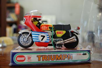 TRIUMPH、KAWASAKI H2_c0404676_10051540.jpg