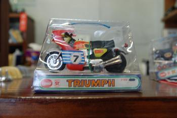 TRIUMPH、KAWASAKI H2_c0404676_10051586.jpg