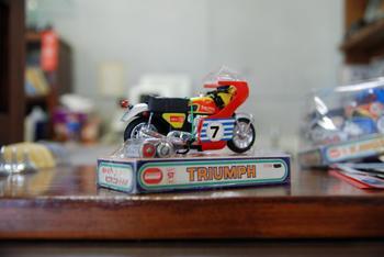 TRIUMPH、KAWASAKI H2_c0404676_10051665.jpg