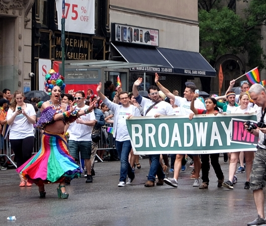 今年、ニューヨークのゲイ・パレード(LGBTQ+ NYC Pride Rally)はバーチャル開催へ_b0007805_23002577.jpg