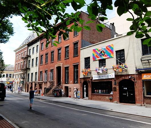今年、ニューヨークのゲイ・パレード(LGBTQ+ NYC Pride Rally)はバーチャル開催へ_b0007805_23145654.jpg