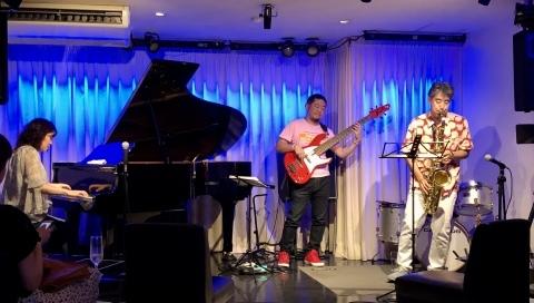 広島 ひろしま ジャズライブカミン   Jazzlive Comin 本日6月6日土曜日の演目_b0115606_11280848.jpeg