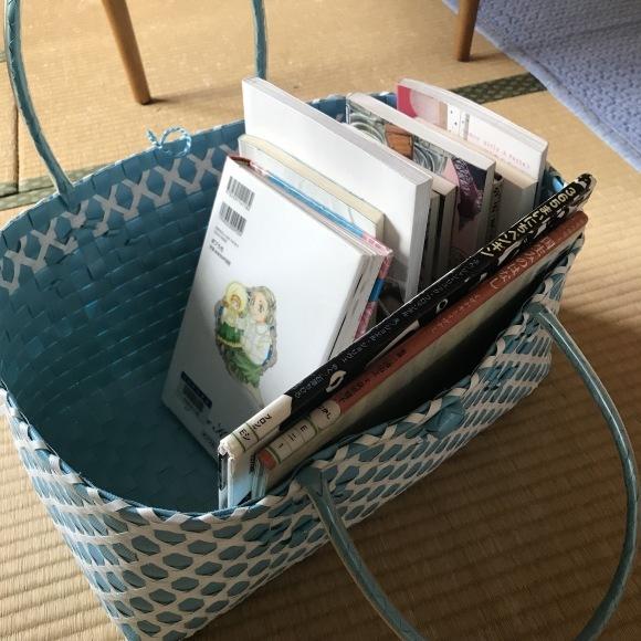 図書館で借りてきた本は カゴで収納♪_e0303386_21054648.jpg