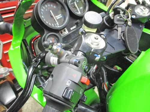 H内サン号 GPZ900Rニンジャのトップブリッジ交換&ブレンボ クラッチマスター装着・・・(^^♪_f0174721_19255561.jpg