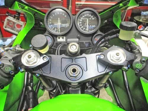 H内サン号 GPZ900Rニンジャのトップブリッジ交換&ブレンボ クラッチマスター装着・・・(^^♪_f0174721_19255566.jpg