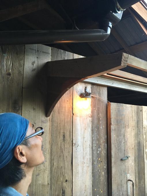 南側の納戸。その7。古いのトタンと古い足場板。_f0182246_21513179.jpg