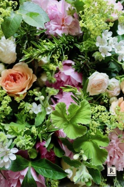 「季節のお花便り」 生命力ある花々と植物を  お届け限定日 6月18日着・19日着 となります。_c0128489_14433855.jpg