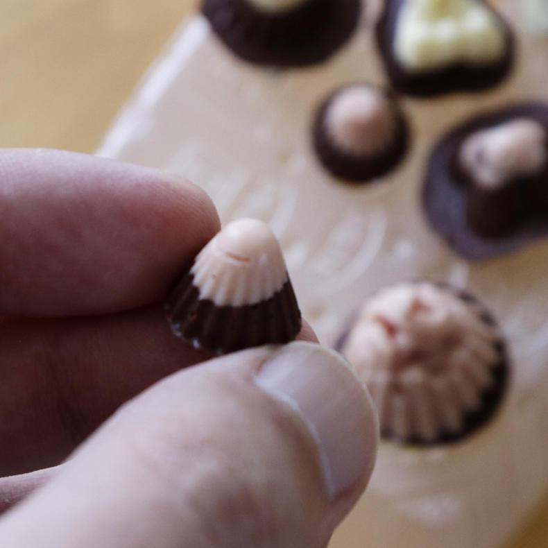 カカオ豆からチョコづくり!おまけのチロルチョコも_c0060143_15221135.jpg