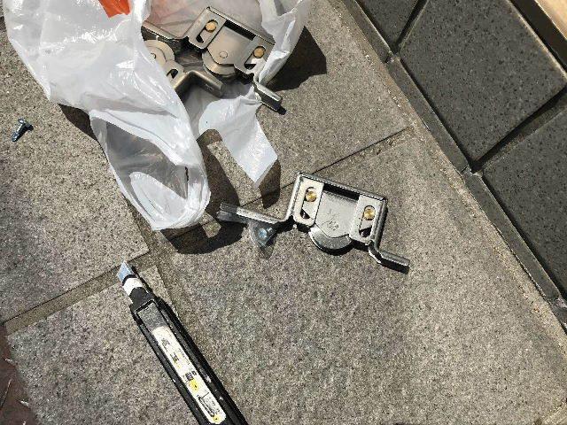 民間・網戸と重量タイプのガラス戸戸車交換と・・_f0031037_17083962.jpg