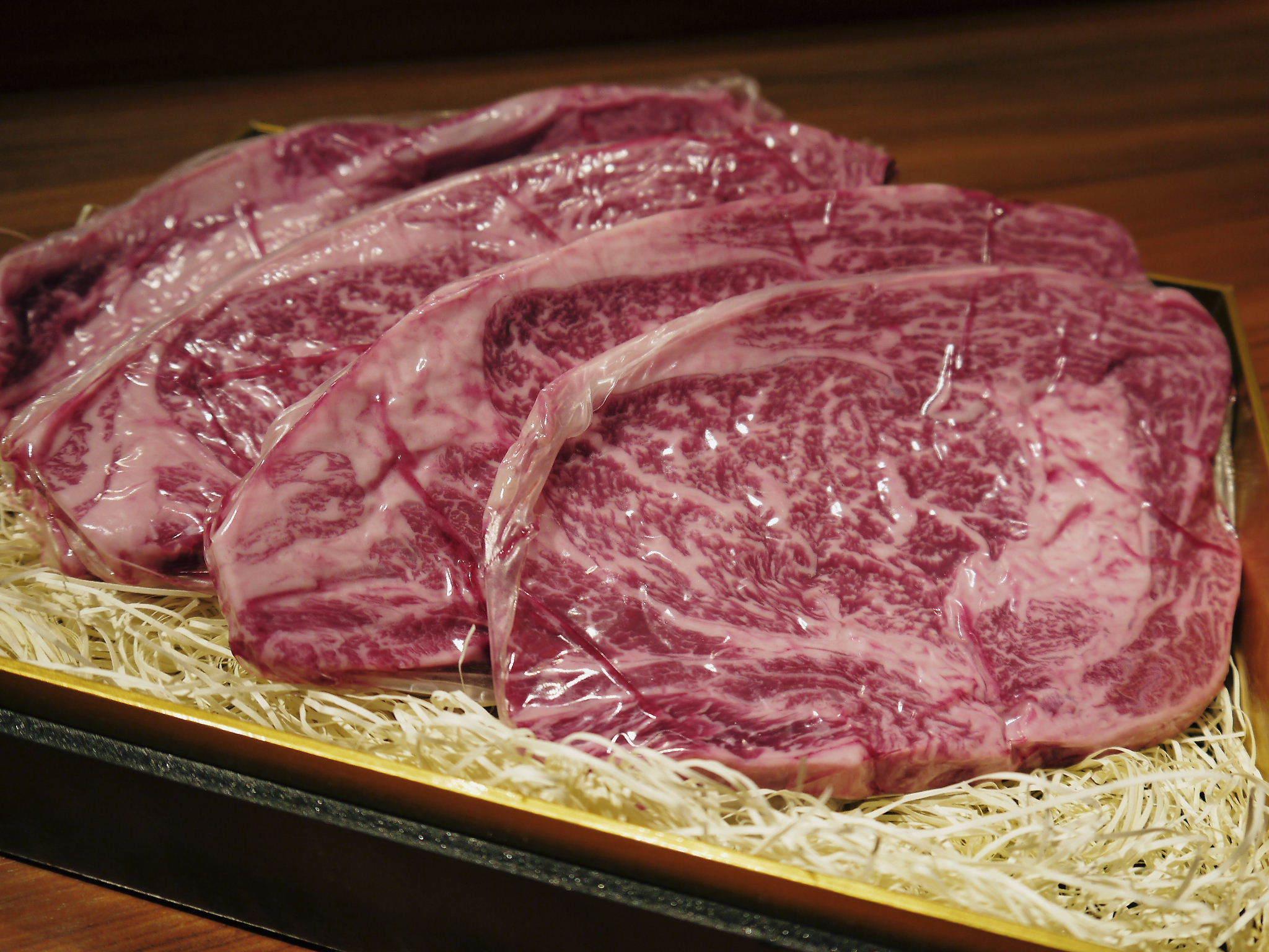 お歳暮にいかがですか!熊本県産黒毛和牛100%のハンバーグステーキを数量限定で予約販売中!_a0254656_20080135.jpg