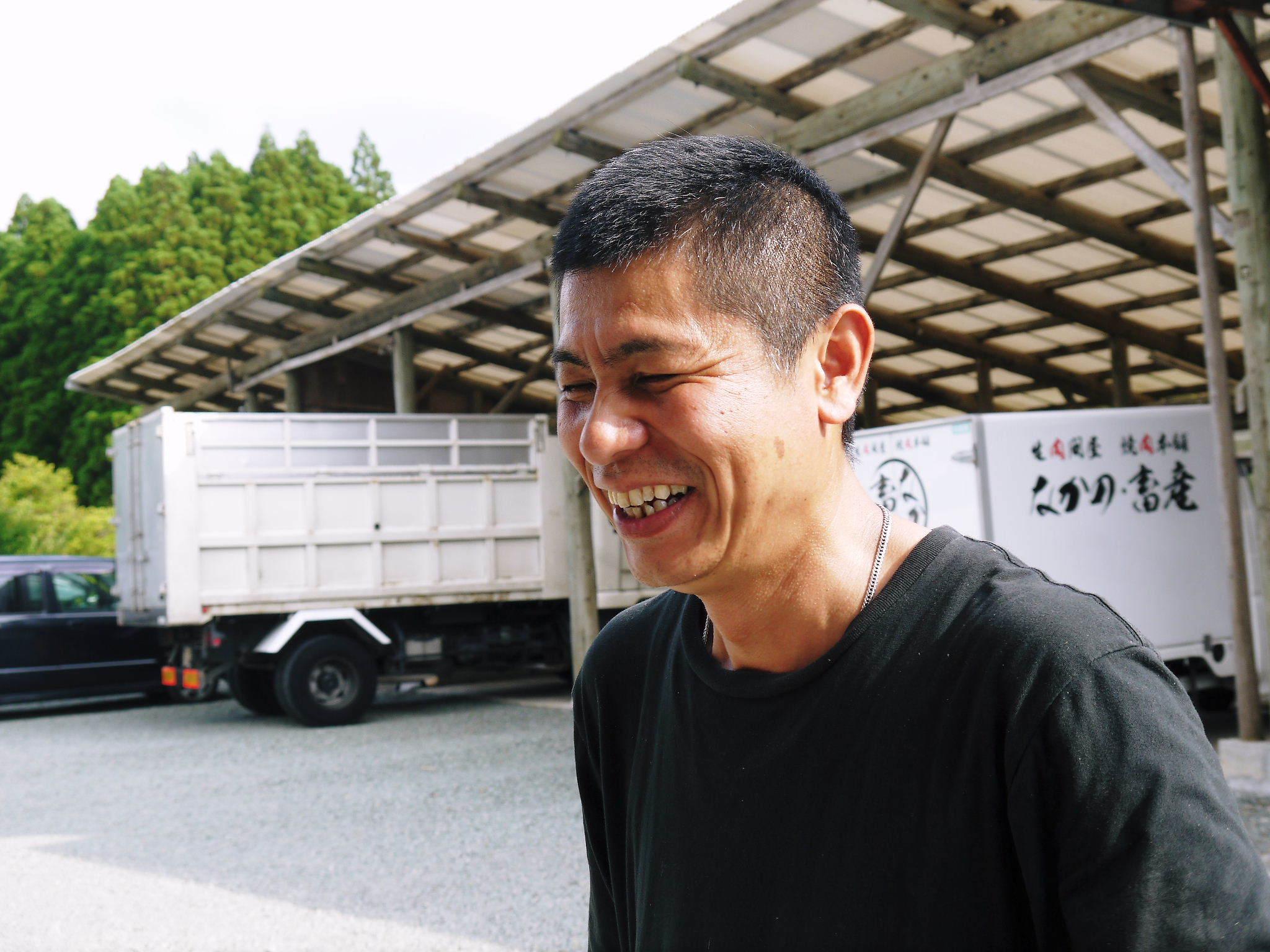 熊本県産黒毛和牛100%のハンバーグステーキをまもなく販売スタート!牧草も自ら育てるこだわり!_a0254656_20181581.jpg
