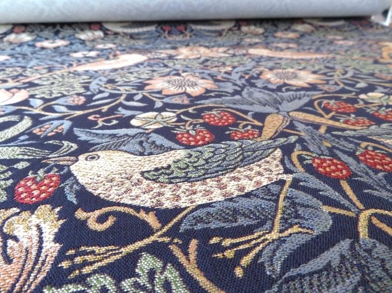 モリスの織物生地『いちご泥棒』で製作したロールスクリーン モリス正規販売店のブライト_c0157866_19381194.jpg