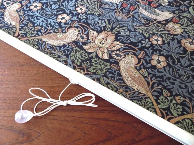 モリスの織物生地『いちご泥棒』で製作したロールスクリーン モリス正規販売店のブライト_c0157866_19385928.jpg
