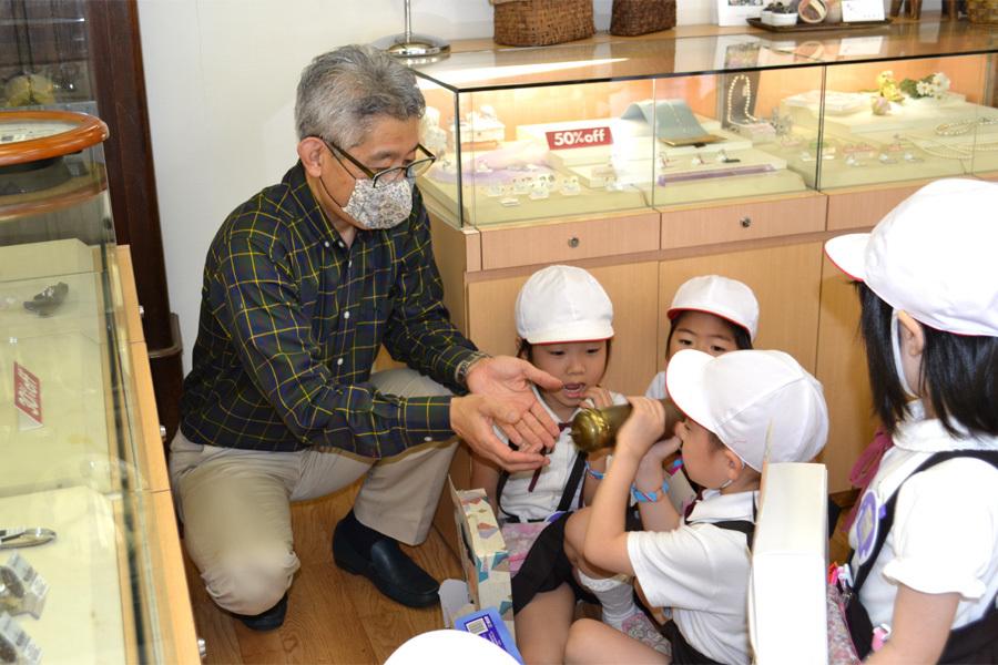 第一幼稚園 時計屋さん見学_d0353789_16475893.jpg