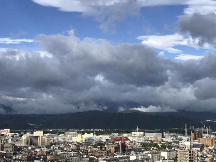 おはよう丹沢!梅雨入り前の不穏な雲。_c0212604_6265254.jpg