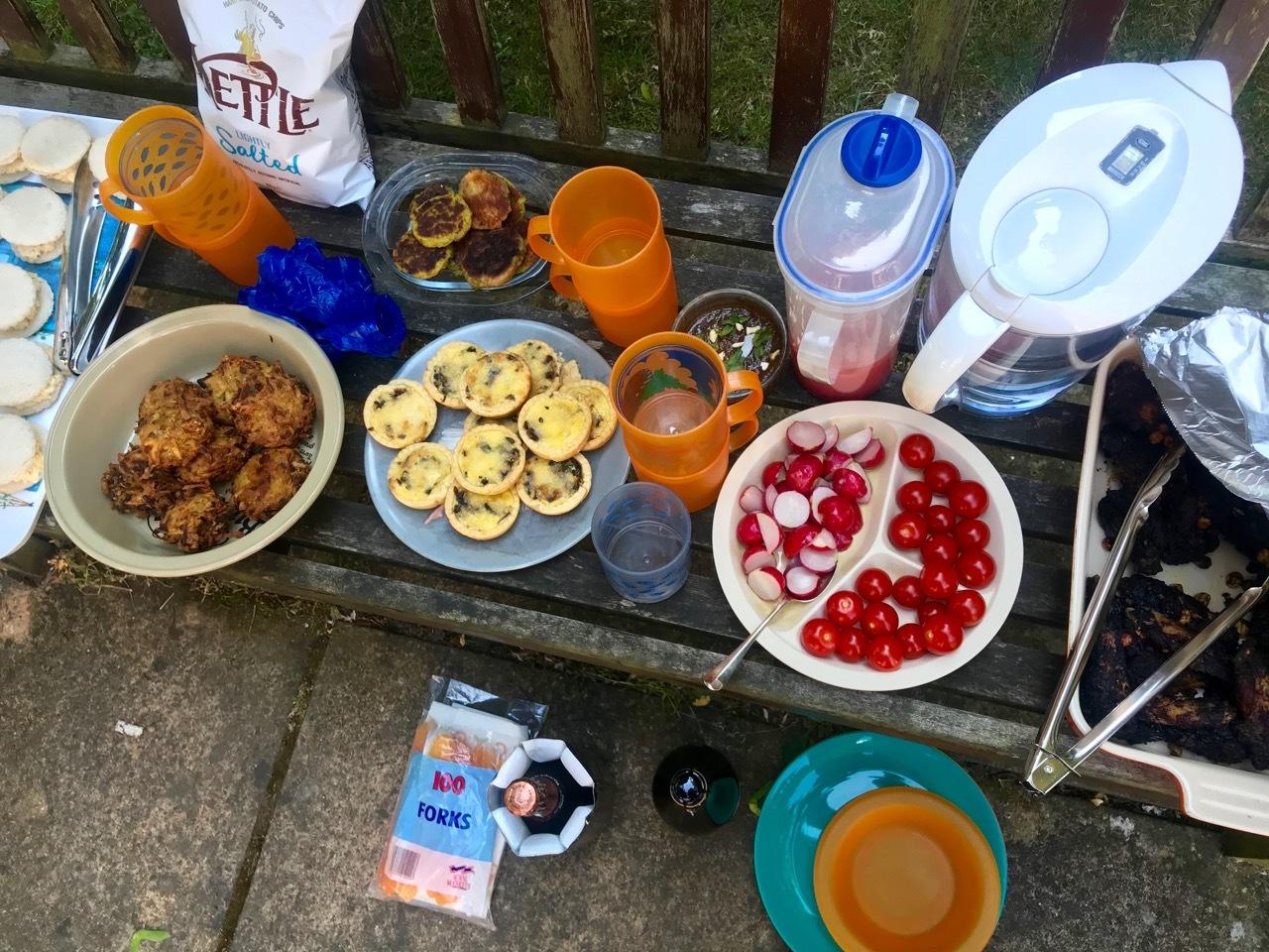 6人ピクニックで誕生日パーティー_e0114020_05441189.jpg