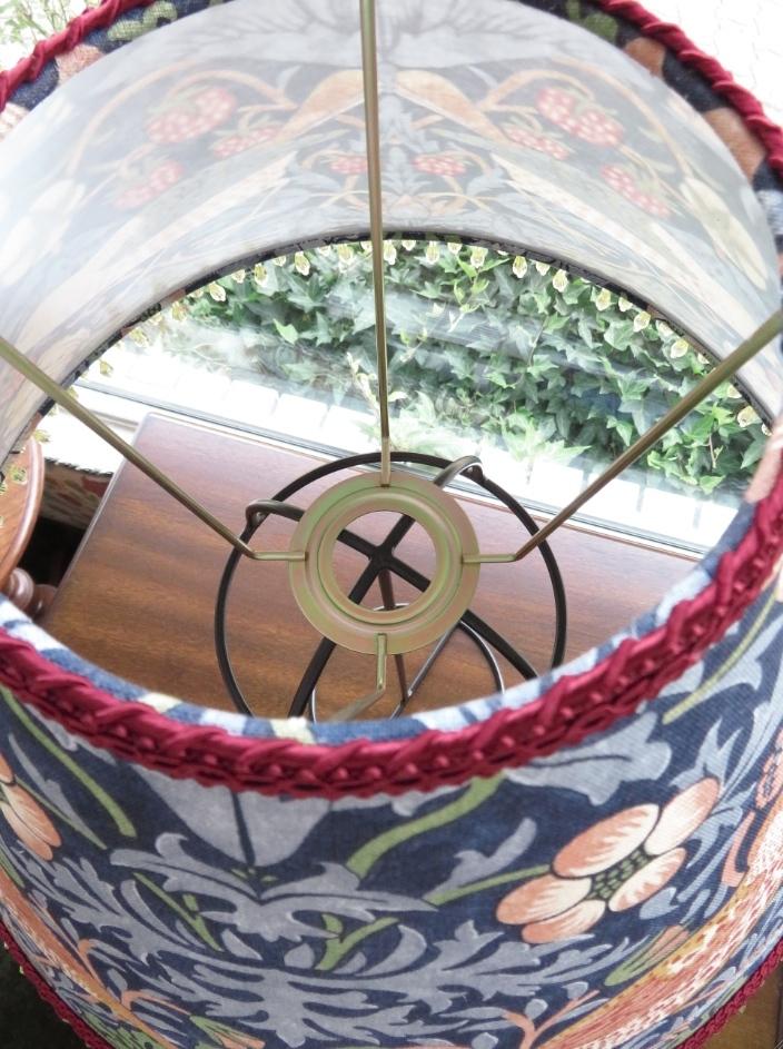 モリスのランプシェード『いちご泥棒』修理 モリス正規販売店のブライト_c0157866_20404438.jpg