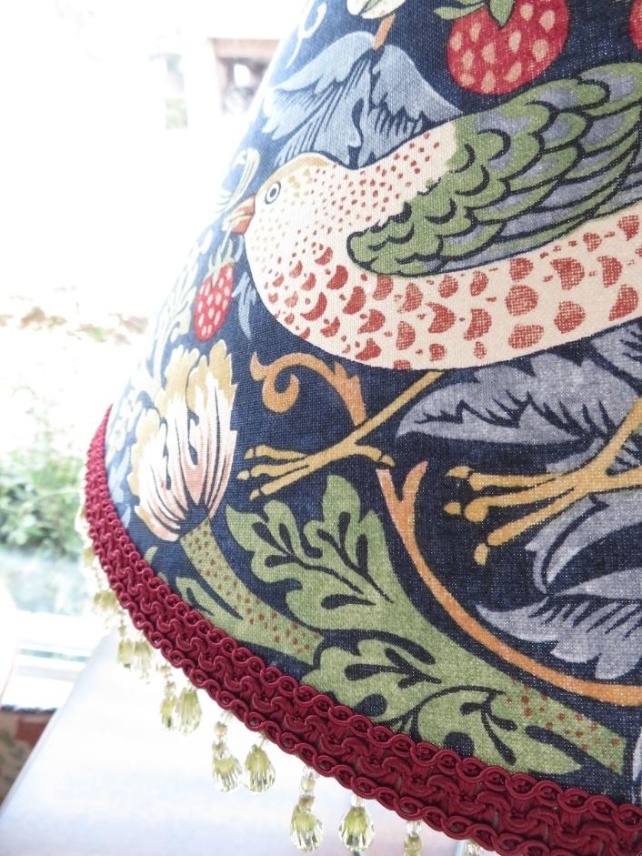 モリスのランプシェード『いちご泥棒』修理 モリス正規販売店のブライト_c0157866_20411025.jpg