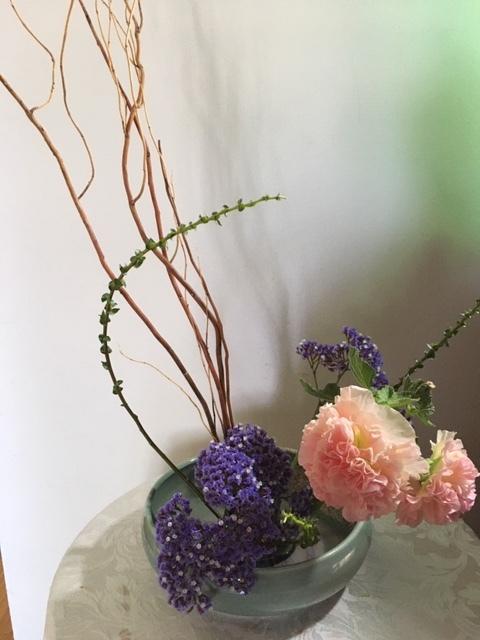 一重の立葵と生け花_e0350971_23161454.jpg