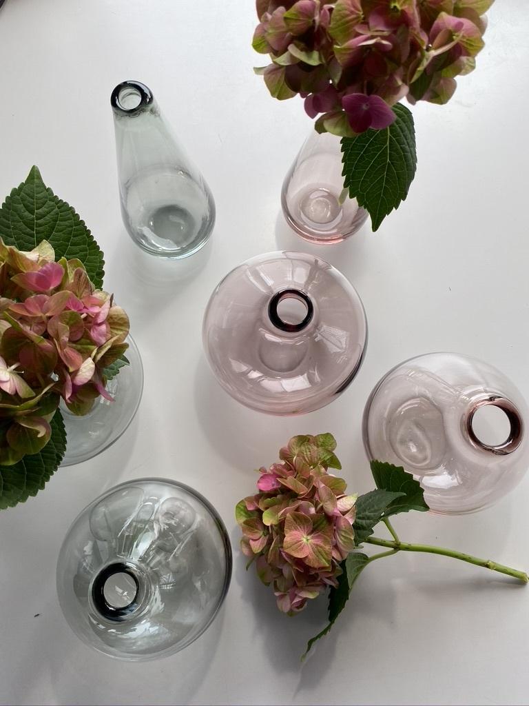 微かなピンクとグレーのガラスのフラワーベース_c0334574_15315179.jpeg